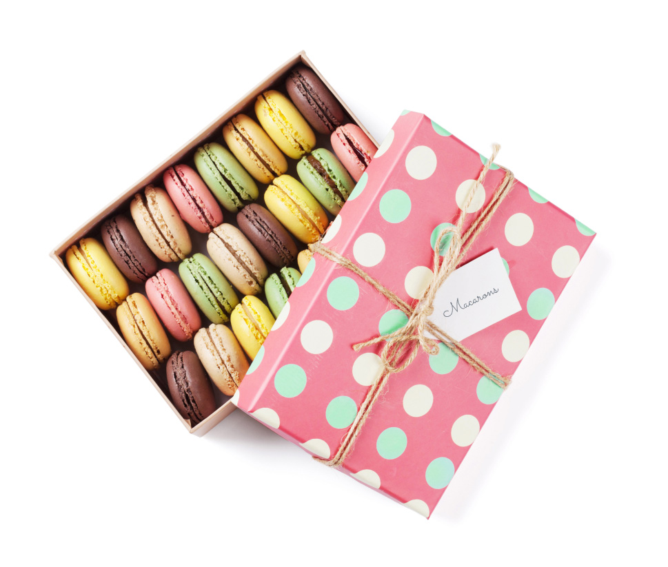 box-with-macarons